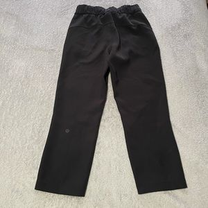 """Lululemon On The Fly Crop *woven 23"""" size 0"""